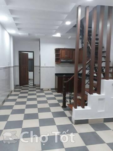 Nhà 300/33 Nguyễn Văn Linh 4x16, 1 lầu 2PN có sân